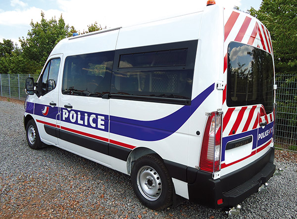 With its range of Cleargard safety glazing, Plastrance equips security / police vehicles (Police and Gendarmerie).
